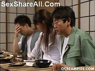 masturbación - Asakawa Rei Jerks Off Her Dates Under The Dinner Table